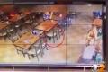 بالفيديو...لغز مطعم أميركي تميل مقاعده وتقع من دون أن يلمسها أحد