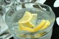 ماذا يحدث عند شرب الماء مع الليمون على الريق؟