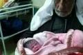 فلسطيني من الخليل يرزق بطفلة في عُمر 95