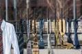 لماذا علَّق الكوسوفيون 300 ربطة عنق في سور مقر حكومتهم؟