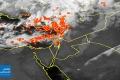 الأقمار الصناعية ترصد الغيوم الركامية الثقيلة التي تزحف من البحر هذه الأثناء