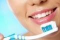 لماذا يصبح مذاق الطعام مراً بعد تنظيف الأسنان؟
