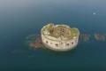 قلعة في قلب البحر للبيع.. لن تصدق سعرها!