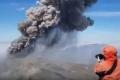 بالفيديو: عاصفة من الحجارة..بركان إبيكو يثور من جديد