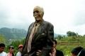 يحدث في أندونيسيا يخرجون الجثث لتغيير ملابسها (صور)