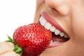 خلطة الفراولة لتبيض الأسنان !