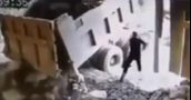 بالفيديو- سقوط حجر على رأس عامل من الخليل