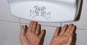دراسة تحذر من استخدام مجفف اليدين الكهربائي