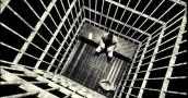 وفاة سجين أميركي عطشاً بزنزانته الانفرادية