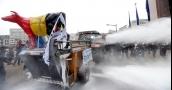 بالفيديو: مزارعون بلجيكيون ينثرون مسحوق الحليب لتراجع الأسعار!