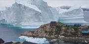 الدنمارك تخلي سكان قرية في غرينلاند بعد اقتراب جبل جليدي ضخم