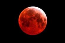 """""""القمر الدموي"""" يعود.. تعرف على الموعد الجديد"""