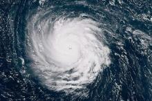"""""""فيديو"""" لإعصار فلورنسا يدب الرعب في قلوب المشاهدين!"""