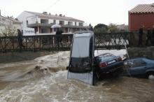 مقتل 13 شخصاً في فيضانات بفرنسا وتوقعات بالمزيد من الضحايا