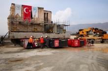 الأتراك ينقلون مسجداً أثرياً عمره 610 أعوام خوفاً عليه من ...