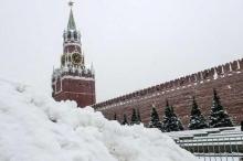 """""""عاصفة موسكو"""" تقتل وتصيب وتعطل المطارات"""