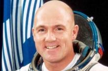 """اتصل برقم الطوارئ من الفضاء.. فأثار الذعر في """"ناسا"""""""