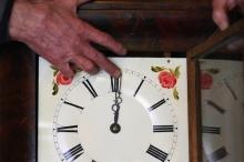 بالفيديو| ما هو الانقلاب الصيفي؟ ولماذا نغير وقت الساعة؟