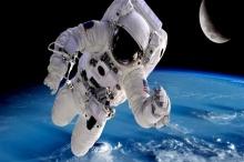 رائد فضاء زاد طوله 9 سنتيمترات بعد عودته من رحلته..