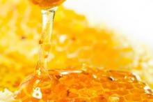 أمر مذهل حقاً ...ماذا تفعل ملعقة عسل قبل النوم في ...