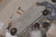 شاهد الصور الأولى لفتح تابوت الإسكندرية.. العثور على جندي مضروب ...