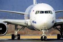 هذا هو السبب الحقيقي لطلاء الطائرات باللون الأبيض