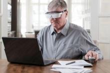 نظارات إلكترونية تساعد المكفوفين على الرؤية