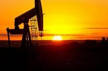 النفط يصعد بفعل انخفاض المخزونات