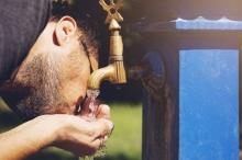 العنصر الأساسي للحياة، ولكن.. الماء ليس المشروب الأكثر قدرة على ...