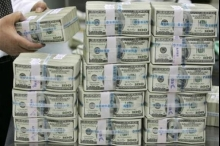 الدولار والدينار يزدادان تماسكاً وقوة ويواصلان إرتفاعهما أمام الشيكل