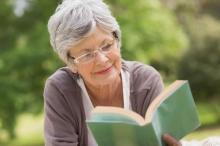 العلم يؤكد: القراءة تطيل العمر وتقاوم القلق والإجهاد