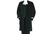 لماذا يرتدي المحامي روب أسود اللون؟