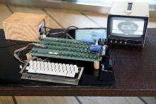 حاسوب لآبل يعود إلى السبعينيات يباع بمئات الآلاف