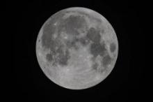 """الأرض بانتظار """"القمر الأسود"""" هذه الليلة"""