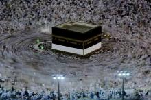 """إمام يكشف أن """"الجميع"""" كان يصلي في الاتجاه الخاطئ لـ ..."""
