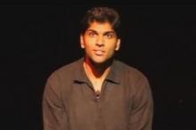 مشهد صادم.. وفاة ممثل هندي على خشبة المسرح في دبي