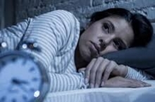 لماذا تستيقظ في منتصف الليل وأنت تلهث؟ قد يكون السبب ...
