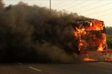 """نابلس: """"مولوتوف"""" يُشعل حافلة مستوطنين واقتحام حوارة"""