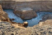 """تعرف على حقيقة """"النهر السري"""" قرب البحر الميت وخطورته الكبيرة!!"""