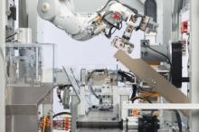 """""""أبل"""" تطلق روبوتا عملاقا لإعادة تدوير الآيفون"""