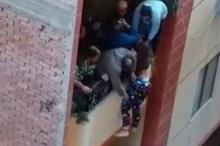 فيديو مرعب لمصري يلقي بعروسه من الطابق الثالث