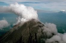 بالفيديو... علماء يسجلون الرعد البركاني لأول مرة