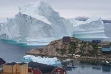 الدنمارك تخلي سكان قرية في غرينلاند بعد اقتراب جبل جليدي ...