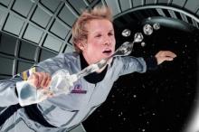 الشمّ والذوق والاستحمام في الفضاء.. بكم تقدِّر راتب رائد الفضاء ...