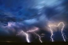 النشرة المسائية وتطورات الحالة الجوية للساعات القادمة