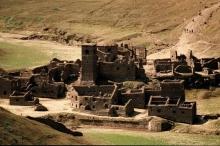 """""""قرية أشباح"""" من القرون الوسطى مغمورة تحت المياه تطفو إلى ..."""