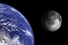 لماذا يبتعد القمر عن الأرض؟