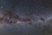 كم يبلغ عدد النجوم في مجرة درب التبانة ؟
