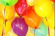 لماذا يجعل غاز الهيليوم أصواتنا مضحكة؟