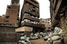 """هل سمعت يوماً بمدينة القمامة"""" في القاهرة، أحد أغرب الأحياء ..."""